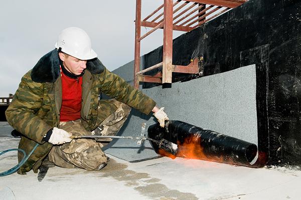 Roofing asphalt bitumen felt installation