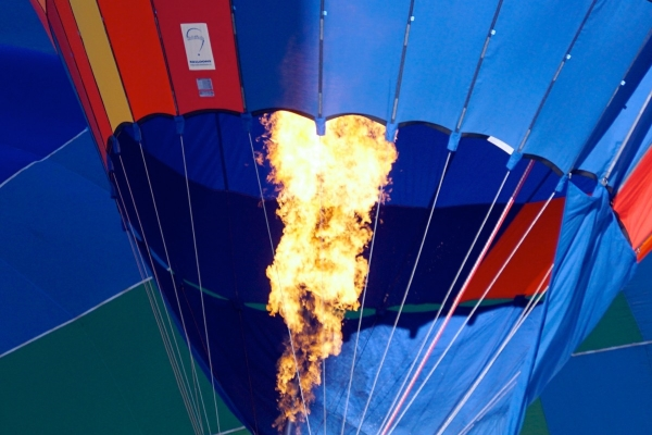 hot air balloon demonstrating strong vertical movement of hot air